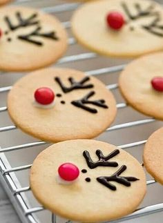 Funny biscuits !