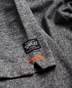 Superdry - T-shirt à poche Surplus Goods - T-shirts pour Homme t-shirt nfl T Shirt Label, T Shirt Men, Boyfriend Shirt, Mode Choc, Tee Shirt Homme, Camisa Polo, Mode Streetwear, Clothing Labels, Herren T Shirt