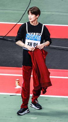 "DB. on Twitter: ""190812   옷 정리를 할 뿐인데 이렇게나 🔥  #재현 #JAEHYUN #ジェヒョン… "" Kdrama, Sm Rookies, Valentines For Boys, Jung Yoon, Jung Jaehyun, Jaehyun Nct, Kpop, Dimples, Taeyong"