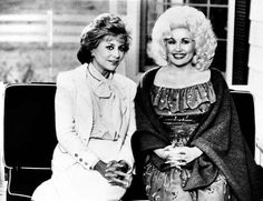 Dolly Parton with Barbara Walters Country Singers, Country Music, Dolly Parton Pictures, Barbara Walters, Pop Charts, American Singers, Pop Music, Vintage Black, Superstar