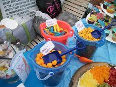 Présentez les snacks dans des seaux de plage