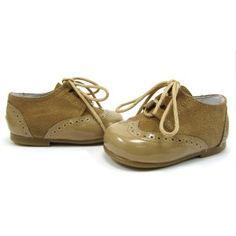 Zapatos inglesitos en color camel combinados ante y charol