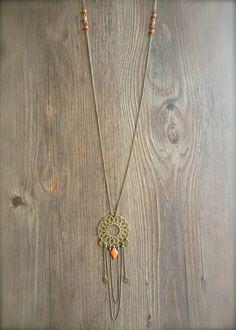 """Sautoir, collection """"Ayline"""", estampe et sequin ovale bronze, losange émaillé orange -Bijoux Enora-"""
