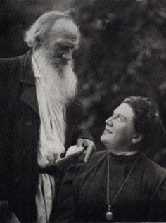 Leo Tolstoy with his daughter Alexandra, 1908 Sigmund Freud, Realistic Fiction, Russian Literature, Story Writer, Anna Karenina, Writers And Poets, Romans, Libraries, Portraits