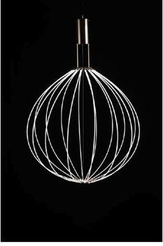 a luminária Medusa, de Mikko Paakkanen para a Saas, vencedor do Fennia de 2009, tem um motor e se movimenta