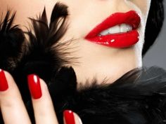 WallpapersBeautiful fashionable woman with red nails