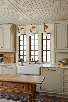 Home Decor Habitacion Kipling House Interiors.Home Decor Habitacion Kipling House Interiors Classic Kitchen, New Kitchen, Natural Kitchen, Awesome Kitchen, Kitchen Sink, Kitchen Island, Kitchen Cabinets, Kitchen Interior, Kitchen Decor