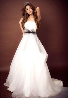 Charming Strapless Hand Made Flower Falbala Lace-Up Wedding Dress