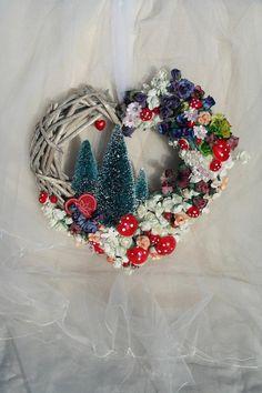 Christmas Hearts, Christmas Ideas, Christmas Wreaths, Heart Shaped Hands, Wicker Hearts, Wreath Making, Heart Wreath, Wreath Forms, Wreath Crafts