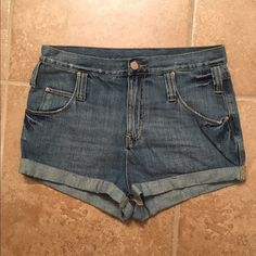 BDG High-Rise Roll Up Denim Shorts These size 28 BDG High-Rise Roll Up Denim Shorts are in amazing condition. They have only been worn once. It has 5 pockets and belt loops. If you have any questions, feel free to leave a comment below BDG Shorts Jean Shorts