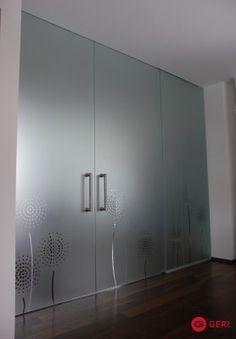 Sklenená stena s posuvnými dverami Armoire, Room, Furniture, Home Decor, Clothes Stand, Bedroom, Decoration Home, Closet, Room Decor