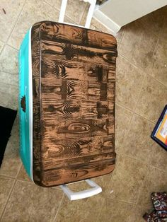 wood grain stain pattern cooler top