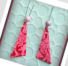 alittlemarket/boucles d'oreilles zen rouge et rose de forme triangulaire/Boucles d'oreilles de style japonais : Boucles d'oreille par lesartistesetvous