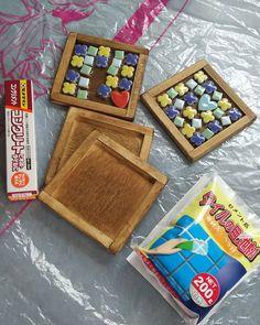 100均でカラフルにDIY♪「タイルコースター」でワンランク上のおもてなし - macaroni Plywood Furniture, Craft Work, Diy And Crafts, Coasters, Kawaii, Plates, Projects, How To Make, Kids