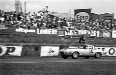 The Jaguar E-Type Lightweight of Augie Pabst and Walt Hansgen, qualifying 13th in the 1963 24 Heures du Mans. They retired with gearbox problems.