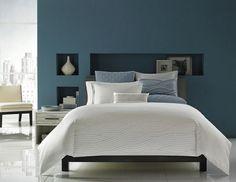 Déco inTérieur BLeu et argent | Mur bleu côté tête de lit et jeté de lit gris-bleu