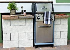 weekend diy - grill station Inexpensive and easy diy outdoor grill station Outdoor Kitchen Grill, Outdoor Grill Area, Outdoor Grill Station, Bbq Area, Outdoor Kitchen Design, Outdoor Kitchens, Grill Gazebo, Outdoor Grilling, Backyard Kitchen