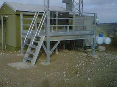Outdoor Maintenance Platform for Isolated Power Generator