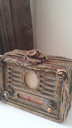 Old radio, glue and fabric; by Ayten Dağ