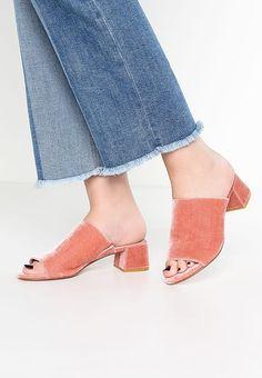 Dune London MOSCO - Pantolette flach - blush - Zalando.de London, Pink Velvet, Dune, Heeled Mules, Heels, Fashion, Heel, Moda, Fashion Styles