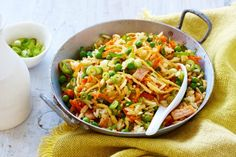 Even kids will love this quick and easy fried rice, perfect for a Tuesday night meal. See notes section for Low FODMAP diet tip. Fodmap Recipes, Rice Recipes, Asian Recipes, Healthy Recipes, Ethnic Recipes, Asian Foods, Fodmap Diet, Low Fodmap, Fructose Free Recipes
