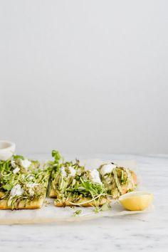 Spring Green Pizza with Pesto and Burrata #pesto #burrata #asparaguspizza