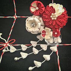 Red and White Tsumami Kanzashi Chrysanthemum and by Takaracrafts