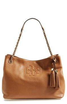 Free shipping and returns on Tory Burch 'Thea' Shoulder Tote at Nordstrom.com. A lightly structured tote cast in lush pebbled leather is furnished with a pull-through chain strap for effortless street-savvy versatility, while a quilted Tory Burch logo and dual tassels provide a signature flourish.