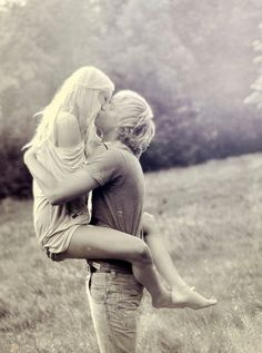 Awwwww I wanna take a picture like thiswith my bf . But I'm not photogenic like other girls with their boyfriends . Lol