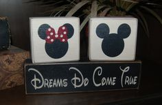 Think this is awesome for tying in the Minnie and Mickey Girl Child Names, Boy Or Girl, Baby Disney, Disney Love, Disney Disney, Disney Themed Bedrooms, Mickey Bathroom, Baby Shower Signs, Mickey Minnie Mouse
