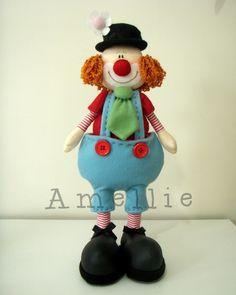 Molde+no+tamanho+original,+foto+colorida+e+explicações. R$ 28,00 Felt Crafts, Fabric Crafts, Diy And Crafts, Clown Images, Felt Ornaments, Christmas Ornaments, Le Clown, Send In The Clowns, Kokeshi Dolls
