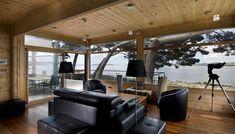 Maison en bois à l'intérieur contemporain et moderne située en Bretagne