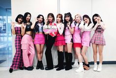 Find images and videos about twice, chaeyoung and momo on We Heart It - the app to get lost in what you love. Stage Outfits, Kpop Outfits, Dance Outfits, Fashion Outfits, Nayeon, Kpop Girl Groups, Korean Girl Groups, Kpop Girls, Divas