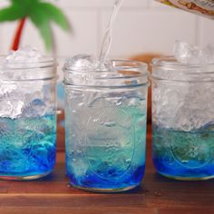 Mermaid Lemonade A thirst quenching Caribbean cocktail made with 3 ingredients rum blue curacao and lemonade Cocktail Pink, Cocktail Tequila, Grapefruit Cocktail, Vodka Cocktails, Easy Cocktails, Cocktail Shaker, Watermelon Cocktail, Simple Cocktail Recipes, Bacardi Drinks