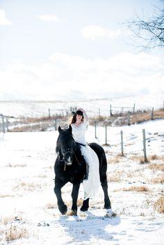 Equestrian bride with wedding horse  | Saratoga Springs, NY wedding photographer