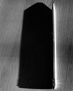 Pencil, 2000 - by Abelardo Morell Shape Photography, History Of Photography, Modern Photography, Still Life Photography, Black And White Photography, Street Photography, Light Writing, Abstract Drawings, Light In The Dark