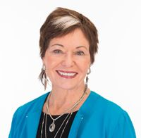 Jean Watson- American nurse theorist and nursing professor who is best known for her Theory of Human Caring. Bsn Nursing, Online Nursing Schools, Nursing Degree, Lpn Programs, Nursing Programs, Certificate Programs, University Of Colorado Denver, Masters In Nursing, Nursing Theory