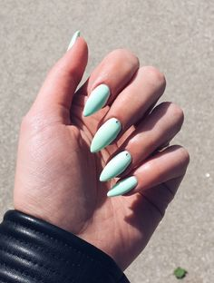 Mint green stiletto nails for summer 2017