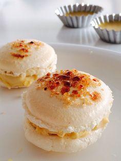 Creme brulee Macarons Macarons, Oui Oui, Creme Brulee, Love Cake, Something Sweet, Sweet Treats, Muffin, Sweets, Plait