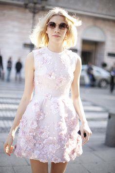 Fotos de street style en Paris Fashion Week: Elena Perminova de Giambattista Valli