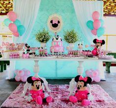 E para Comemorar os 04 aninhos da filhinha Larissa,   a Mamãe Samantha não poderia escolher outro tema...Minnie Rosa e Tiffany!   A pequen...