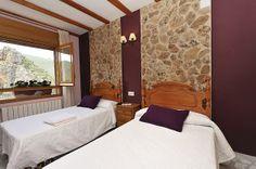 Habitación doble con 2 camas de 1,05, con vistas al valle del Río Mundo.