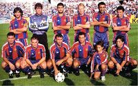 F. C. BARCELONA - Barcelona, España - Temporada 1994-95 - Baquero, Busquets, Guardiola, Koeman, Abelardo y Eusebio; Hagi, Ferrer, Stoichkov e Iván Iglesias - REAL ZARAGOZA 2 (Esnáider y Geli) F. C. BARCELONA 1 (Ronald Koeman) - 02 /10/1994 - Liga de 1ª División, jornada 5 - Zaragoza, estadio de la Romareda - El Barcelona, con Johann Cruyff de entrenador, fue 4º en la Liga Ronald Koeman, Barcelona Football, Fc Barcelona, Coaching, Soccer, Minis, Club, Vintage, Football Team