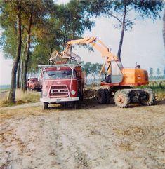 DAF  Bieten laden met kraan. Truck Art, Old Tractors, Classic Trucks, Logs, Volvo, Videos, Transportation, History, Image