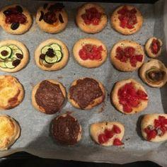 Ricetta Pizzette di sfoglia - La Ricetta di GialloZafferano Muffin, Breakfast, Food, Morning Coffee, Eten, Cupcakes, Muffins, Meals, Morning Breakfast