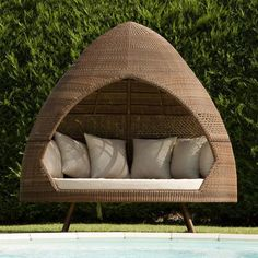 I could definitely handle one or two of these in my garden.    They're from the San Marino range by Alexander Rose ♥