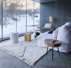 Neutral to overlook nature. Snow style.,