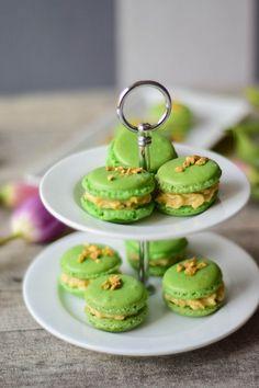 Macarons sind da perfekte Geschnke aus der Küche, sie sind etwas ganz besonderes! Rezept fürChai Vanille und Pistazien Macarons