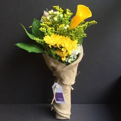 Today Posy; Yellow, White and Green! Calla Lily, Chrysanthemum, Hypericum Berries and Lemon Leaf foliage. Only $25 delivered anywhere in Manhattan!* #yellow #white #green #chrysanthenmum #calalily #hypericumberry #lemonleaf #foliage #flowers #florist #petiteposy