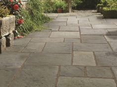 The basic pavement patterns with flat concrete slab Paving Stone Patio, Outdoor Paving, Patio Slabs, Garden Paving, Outdoor Stone, Garden Steps, Flat Stone Patio, Paving Stones, Small Courtyard Gardens